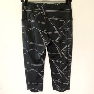 Oiselle cropped black leggings size 08